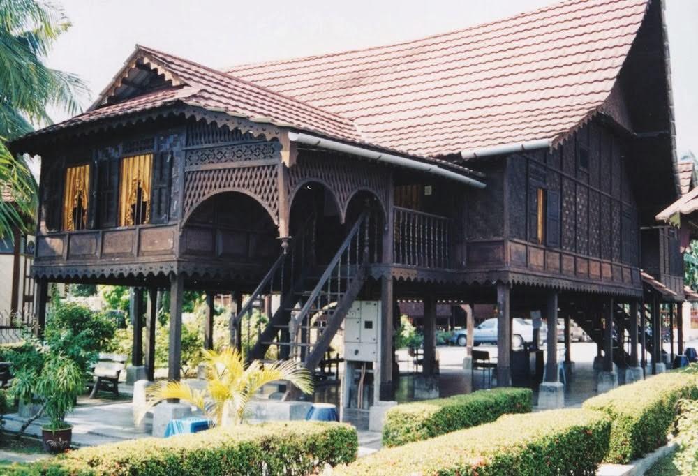 tanung pinang traditional house