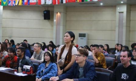 Pelatihan Bahasa Indonesia oleh HIMIGNU
